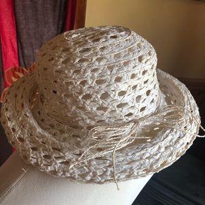 Liz Claiborne Cream 100% Straw Brimmed Women's Hat